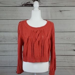 UOFar Away From Close • L sweater scoopneck cable